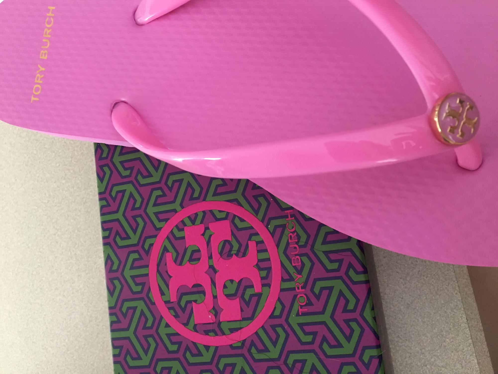 80aedc534ede5 Tory Burch Thin Flip Flop at Zappos.com