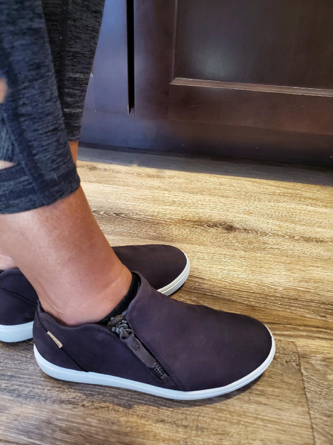 ecco women's soft low cut zip bootie sneakers
