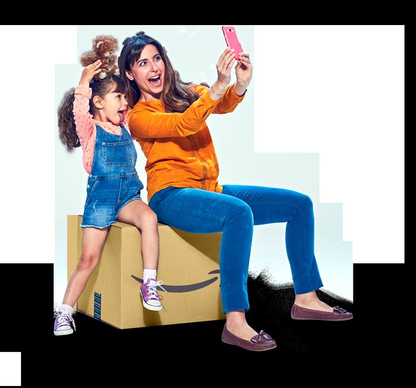 Amazonボックスに座っている女性と子供