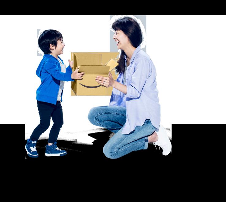 Amazonの荷物を開封する女性と子供