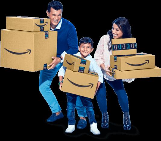 一家人抱著亞馬遜的包裹