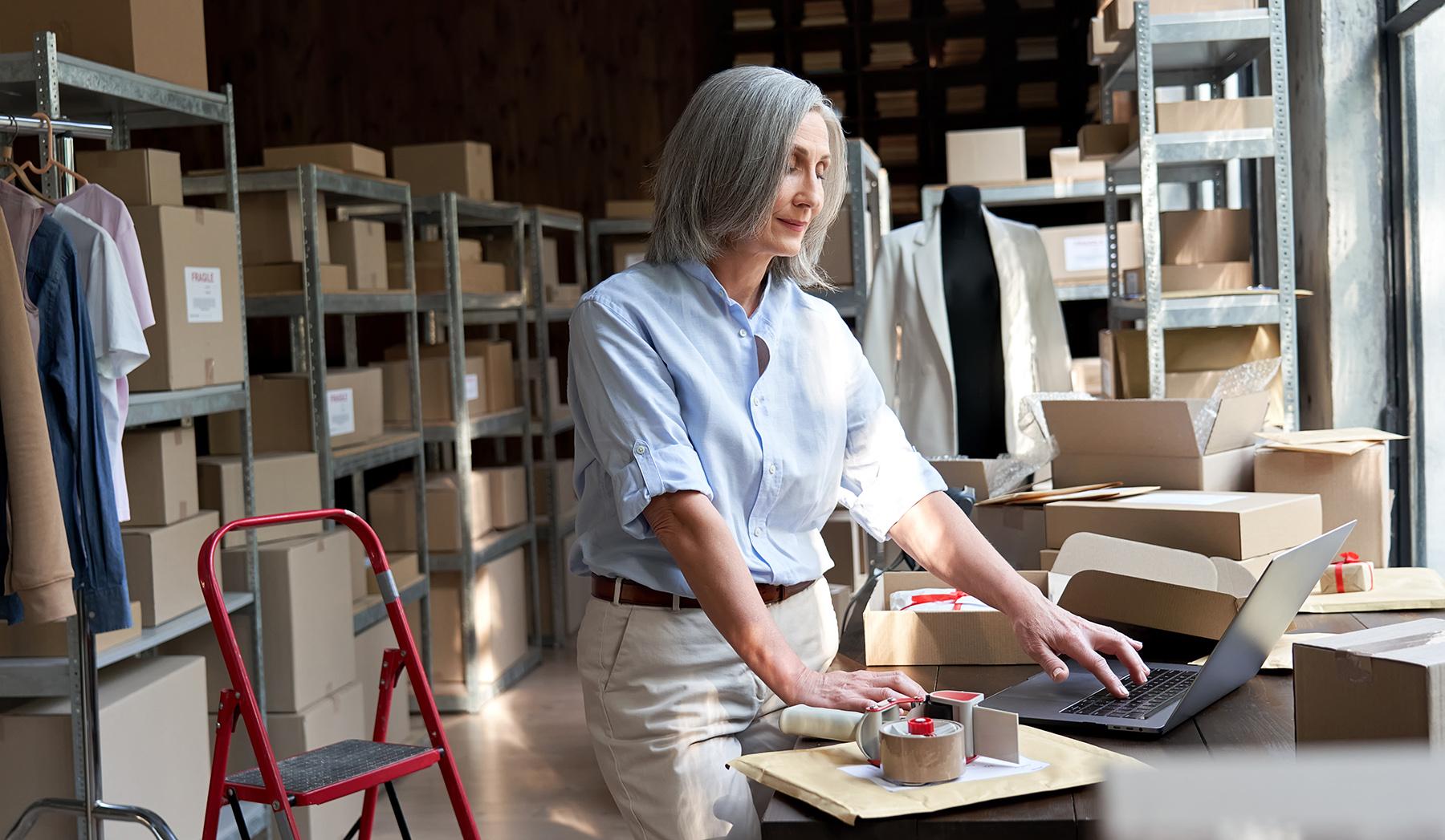 Descubra la mejor manera de enviar productos y administrarlos con su tienda en línea.