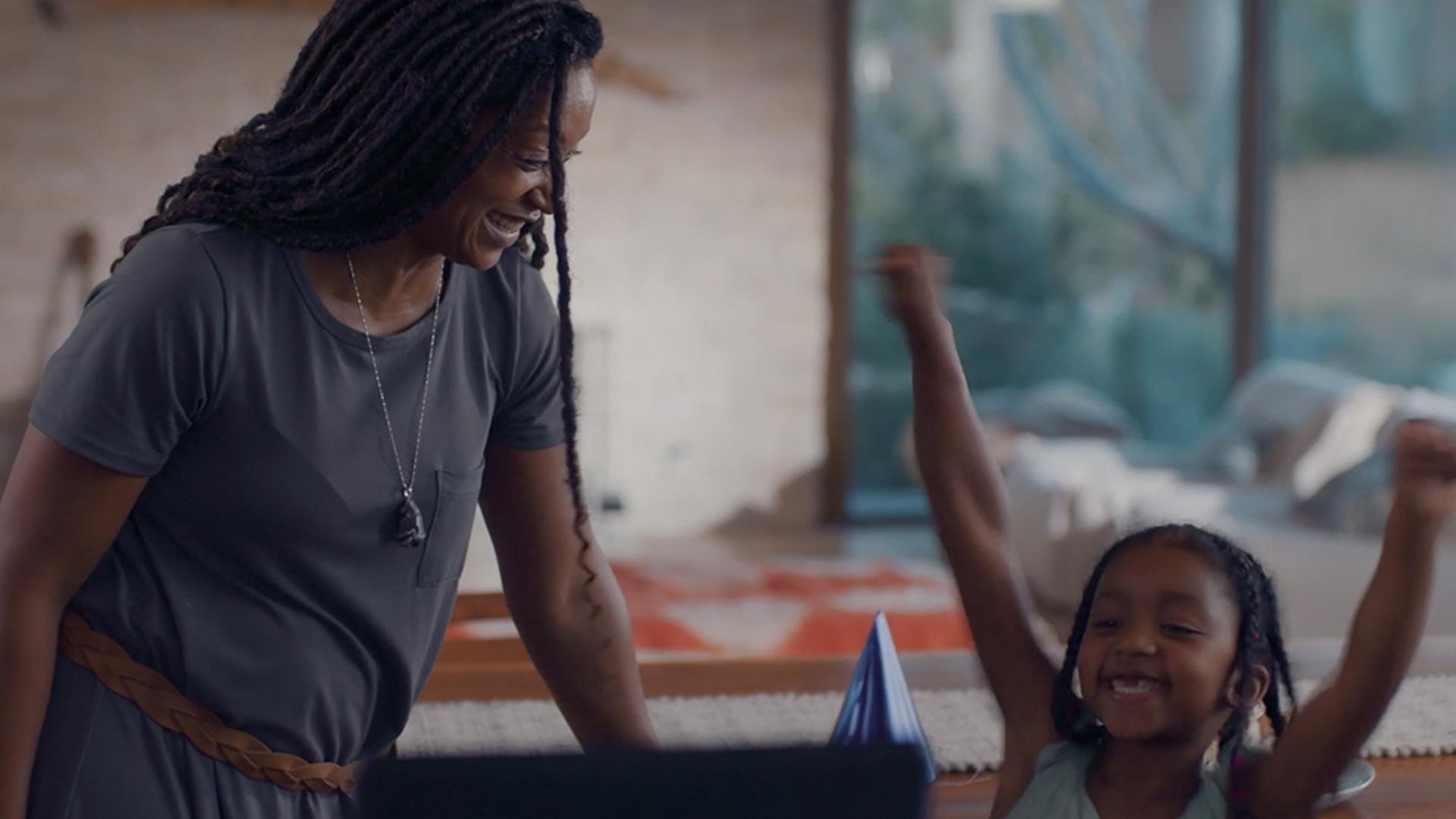 """Novo Echo Show 10: Smart Display HD de 10,1"""" com movimento"""