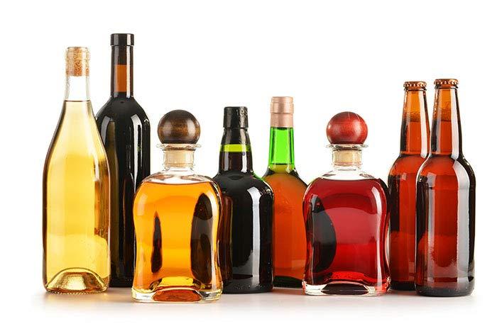 Una imagen de cervezas, vinos y lictores