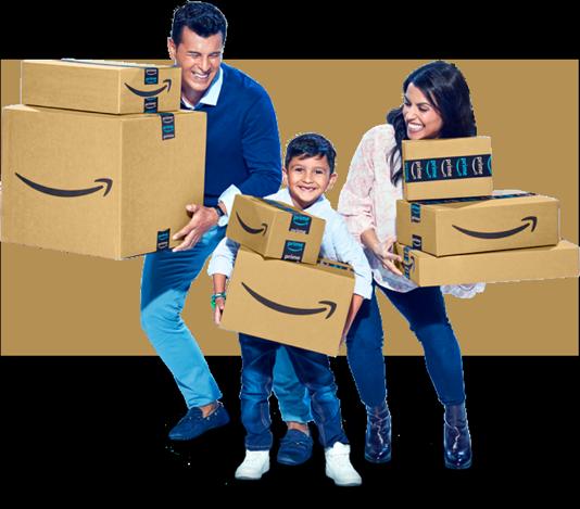 Familia latina de un padre una madre y su hijo cargando paquetes de amazon
