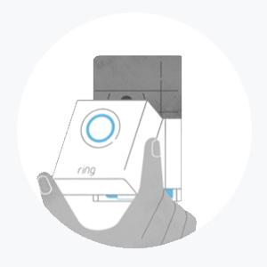 Bevestig de montagebeugel en klik de Video Doorbell 3 op zijn plek