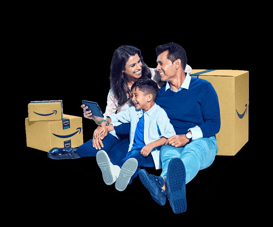 Amazon kutularının önünde oturan bir aile