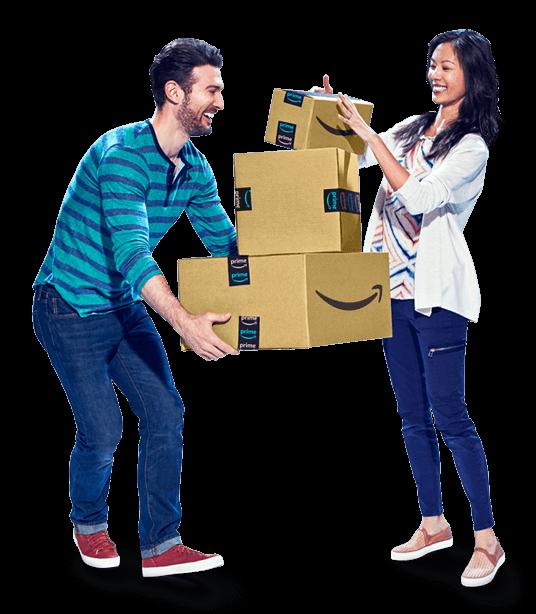 Bir yığın Amazon kutusu tutan kadın ve erkek