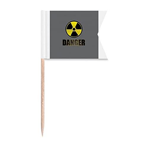 Logotipo de sustancias radiactivas que advierten banderas de palillo de dientes que etiquetan la marca para el partido pastel comida plato de queso