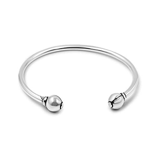 Joyas Passo ® Pulsera abierta para mujer de plata. La pulsera Kinipo es un modelo de bolas rígida a la vez que ajustable, con acabado de primera calidad. Se entrega en un estuche de joyería de regalo.
