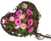 Grabgesteck Herz - Trauergesteck mit frischen Blumen in Herzform