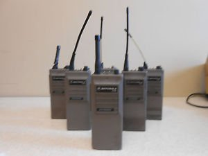 MOTOROLA HT50 2-Way Systhesized Radio W/ Charger
