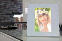Preisvergleich Produktbild Genie Light Frame Bilderrahmen 10x15cm mit LED Beleuchtung - Nachtlicht für Kinder