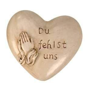 Grabschmuck Herz mit Spruch Du fehlst Uns Das Herz ist mit betenden Händen verziert Dekoherz Grabdekoration Trauerschmuck Gedenkstein Grabstein