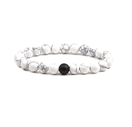 Pulsera de perlas blancas estilo mármol y perla negra.