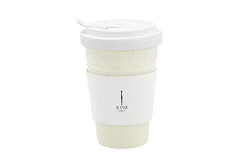 KURLAND to-Go Becher inkl. weißer Ledermanschette mit goldener Prägung - Porzellan von KPM Berlin - Kaffeebecher - Handmade & als Geschenk verpackt - Stil-Statement für Kaffee & Tee - Pastellgelb