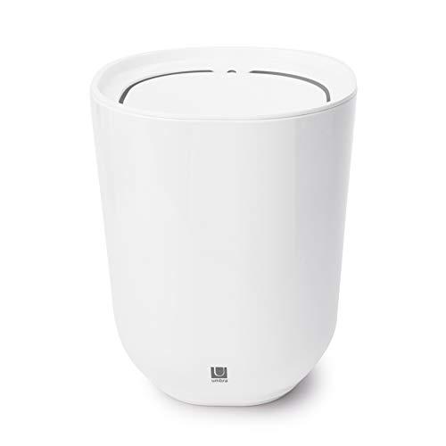 UMBRA Waste can Step. Poubelle de salle de bain Step, avec couvercle pivotant. En mélamine brillante. 6.6L. Coloris blanc. 19cmx26cm