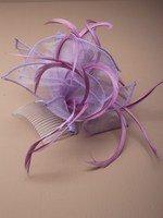 Crystal Innovation-4322 Violet L Couleur Pastel à boucle tissu et Fascinator plume sur un peigne clair