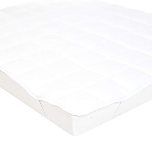 Amazon Basics Sur-matelas doux avec rembourrage en microfibre polyester et élastiques, 140 x 200cm, Blanc