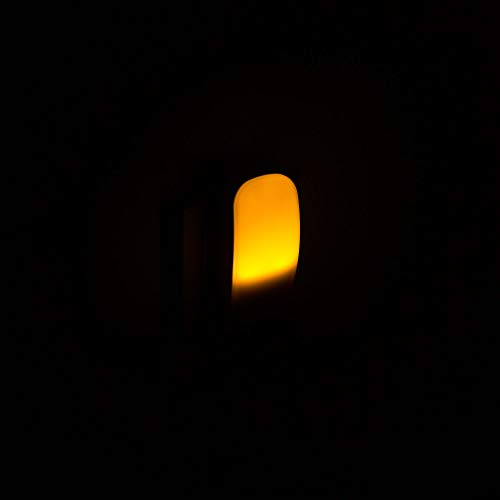 Nora ist ein Nachtlicht / Steckdosenlicht / Orientierungslicht mit integriertem Dämmerungssensor und Bernstein-farbenen LEDs; ideal für Kinderzimmer, Schlafzimmer, Badezimmer, Gang und Keller usw