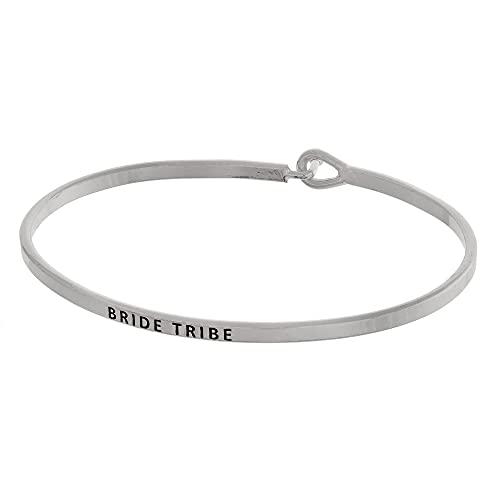 Tata Gisèle - Pulsera junco de metal plateado con mensaje grabado Bride Tribe