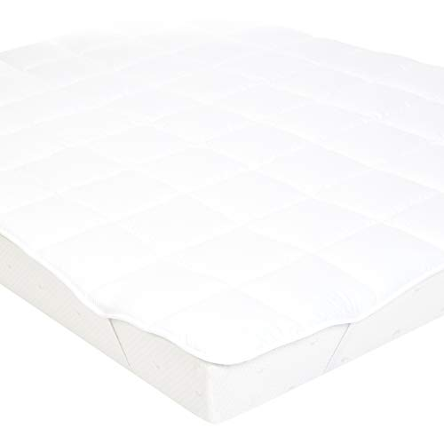 AmazonBasics Soft Mattress Topper with Microfiber-Polyester Filling and Straps, 135 x 190 cm, White