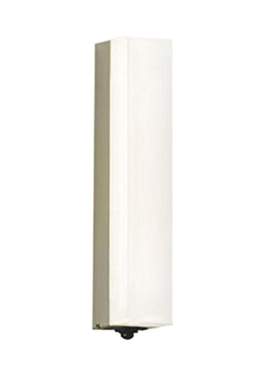文子豚に付けるコイズミ照明 人感センサ付ポーチ灯 マルチタイプ ウォームシルバー塗装 AU45231L