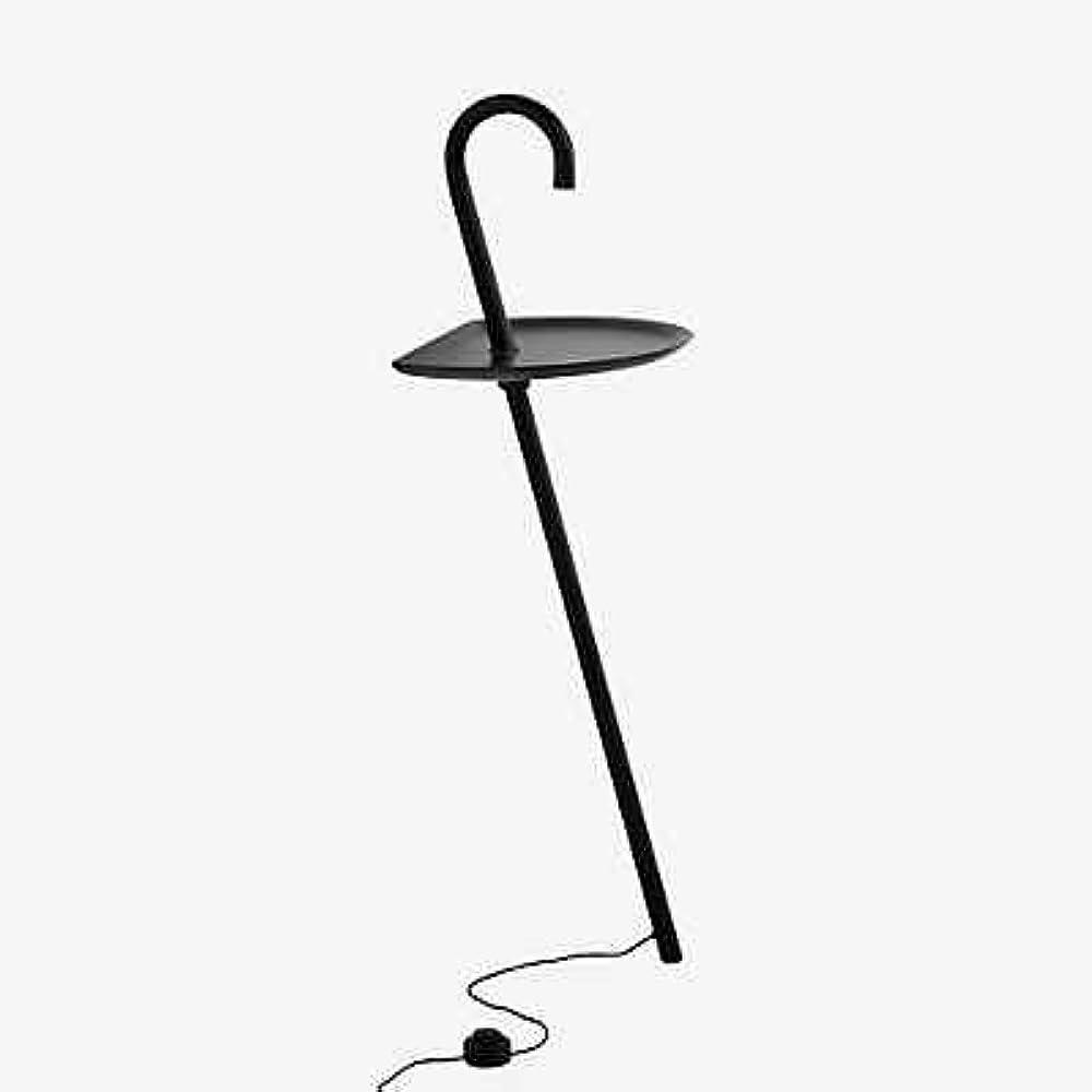Martinelli luce clochard piantana ,è una lampada da terra a luce diretta, tavolino, vuota tasche 2289/NE