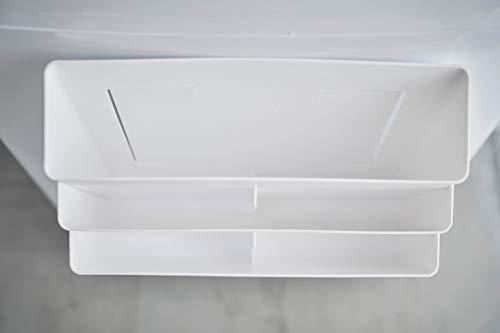 大容量の3段ポケットで、洗濯ネットや小物など細々としたものをまとめて収納可能。中段・下段は仕切り付きで、小さなアイテムもスッキリと収納することができます。