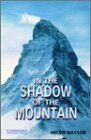 In the Shadow of the Mountain Level 5 (Cambridge English Readers)の詳細を見る