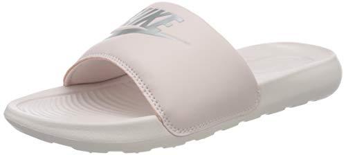 Nike W VICTORI One Slide, Scarpe da Ginnastica Donna, Barely Rose/Mtlc Silver-Barely Rose, 38 EU