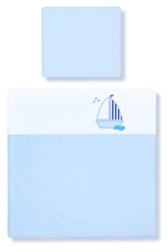 Amilian® Kinderwagenset mit Stickerei Baby Bettwäsche Garnitur für Kinderwagen 80x80 cm + 35x40 cm (Hellblau/Weiß mit SEGELBOOT, 2 tlg.)