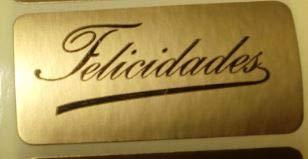 500 Etiquetas FELICIDADES FIRMA en cursiva, en papel oro (cobre), impresas en negro de 45x20 mm.(suministradas en 1 rollo)