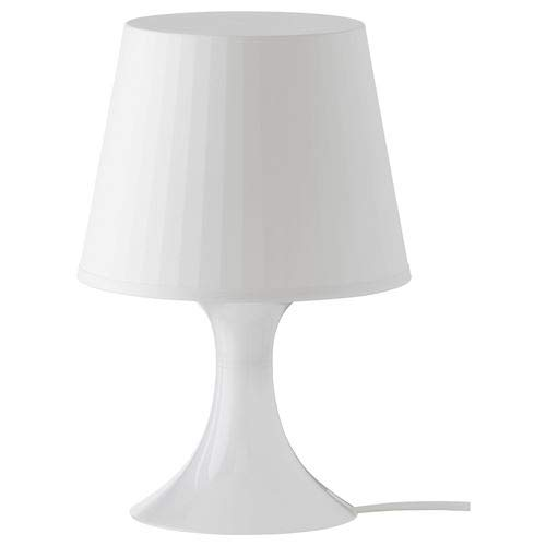 Lámpara de mesa blanca, de Ikea