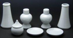 ハセガワ仏壇 神具7点セット (豆) 陶器製 [水玉1個・榊立2個・瓶子2個・白皿2枚]