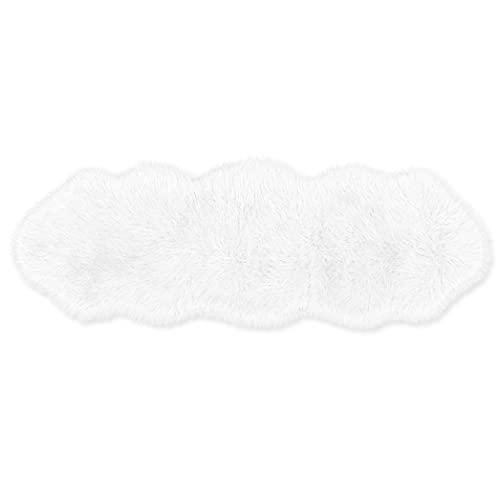 Teppich Wölkchen Lammfell-Teppich Kunstfell Schaffell Imitat | Wohnzimmer Schlafzimmer Kinderzimmer | Als Faux Bett-Vorleger oder Matte für Stuhl Sofa (Weiß - 55 x 160 cm)