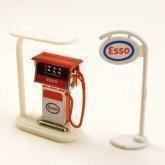 Modèle Garage Unique Pompe Essence et Esso Stand Signe