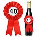 Trendagentur KEPPLINGER Flaschenrosette zum 40. Geburtstag - Flaschen Rosette mit Siegerschleifchen und 40er Button mit Gummiband zum befestigen - ca. 14 x 8 cm