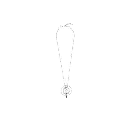 Collar Largo con 2 Aros de Metal bañado en Plata Que rodean Una Perla Grande. Cierre de mosquetón. con El Estilo único e inconfundible de UNOde50, realizado de manera 100% artesanal Made in Spain.