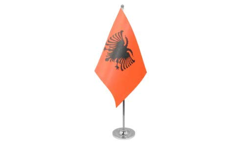 Flagmania® Albanien Satin-Qualität Tischflagge 22,9 x 15,2 cm – Chromstange und Sockel + 59 mm Button Badge