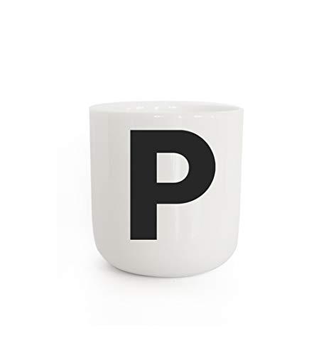 PLTY - P Becher - Tasse mit Buchstaben P - Tasse ohne Henkel - Handglasiertes Weiß Porzellan - Dänisches Design - The Wave - Cup with letter P - 300 ml