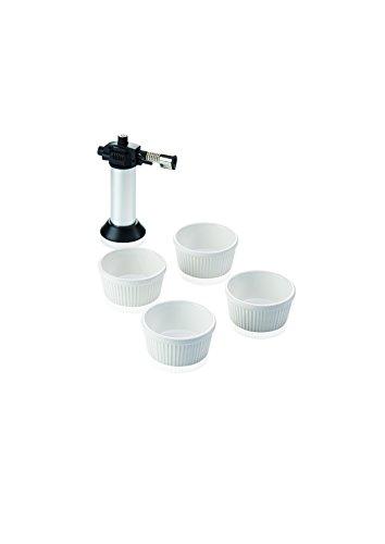 Leifheit Crème-Brûlée-Set, 4 hochwertige und feuerfeste weiße Keramikschälchen, spülmaschinengeeignet, inklusive Flambierer, einfach und sicher zu bedienender Gasbrenner, Geschenkset