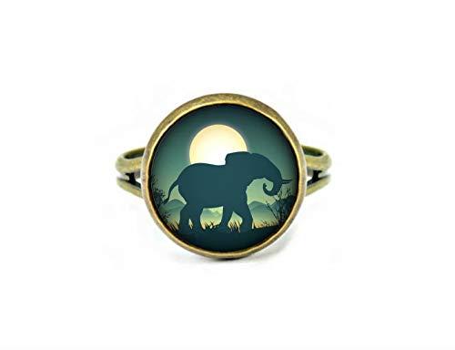 Ring mit einsamem Elefant auf dem Mond, Silhouette Hintergrund, mysteriöser Glasring