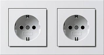 GIRA Serie E2 Komplett-Sets - reinweiß glänzend (2x Steckdose m. Kinderschutz, 1x Rahmen 2fach)