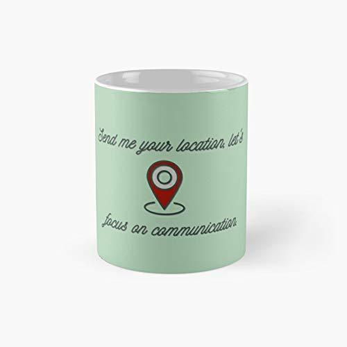 Taza de café con texto en inglés 'Send Me Your Location', diseño de Khalid