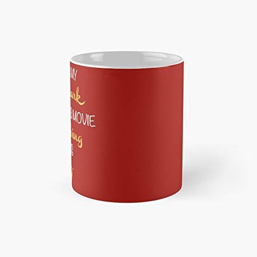 Hallmark - Taza de café con diseño de películas navideñas (325 ml)