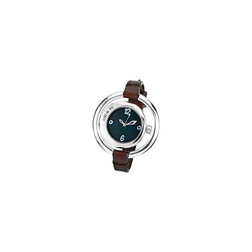 Original Reloj de Mujer bañado en Plata con Doble Esfera Disponible en Dos Colores (Blanca y Negra). La Correa, en Cuero marrón Plano, Hace de Esta Joya una Pieza Elegante