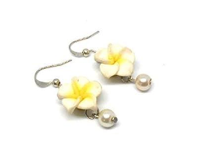 Boucles d'oreilles fleur de tiaré et perle blanche, cadeau fête des mères, grand mères, mariage, noël, anniversaire, saint valentin, pâques, maîtresse, cadeau personnalisé