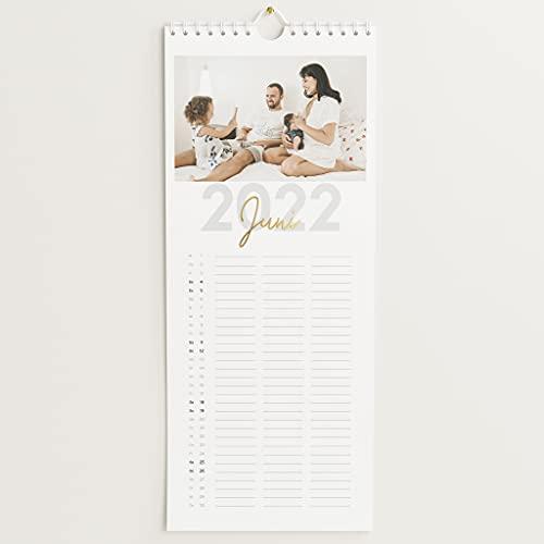 sendmoments Kalender Familie 2022 mit Veredelung in Gold, Großes Jahr, für Digitale Fotos, Küchenkalender mit persönlichen Bildern, 3 Spalten, Spiralbindung, Hochformat 148x360