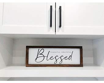 Letrero de madera enmarcada con texto en inglés «Thank ful Grateful Bless» con marco de madera, letrero de madera rústica, letrero de casa de campo, cartel enmarcado
